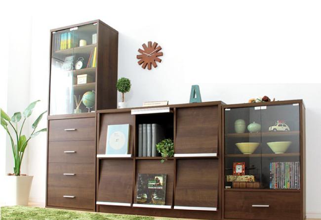 壁面収納もできるウォールナットカラー家具