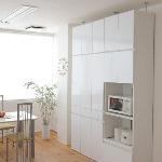 鏡面仕上げの白い収納家具
